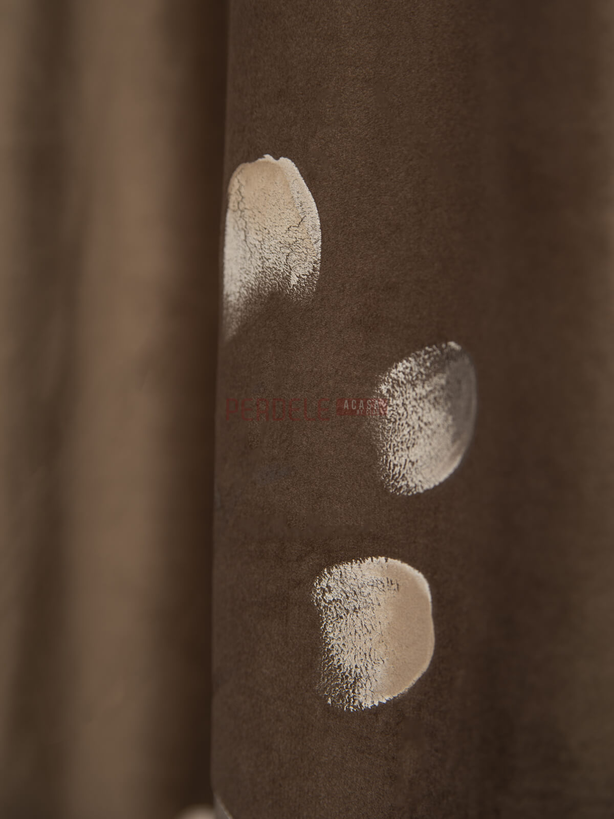 Draperie catifea pictata, maro