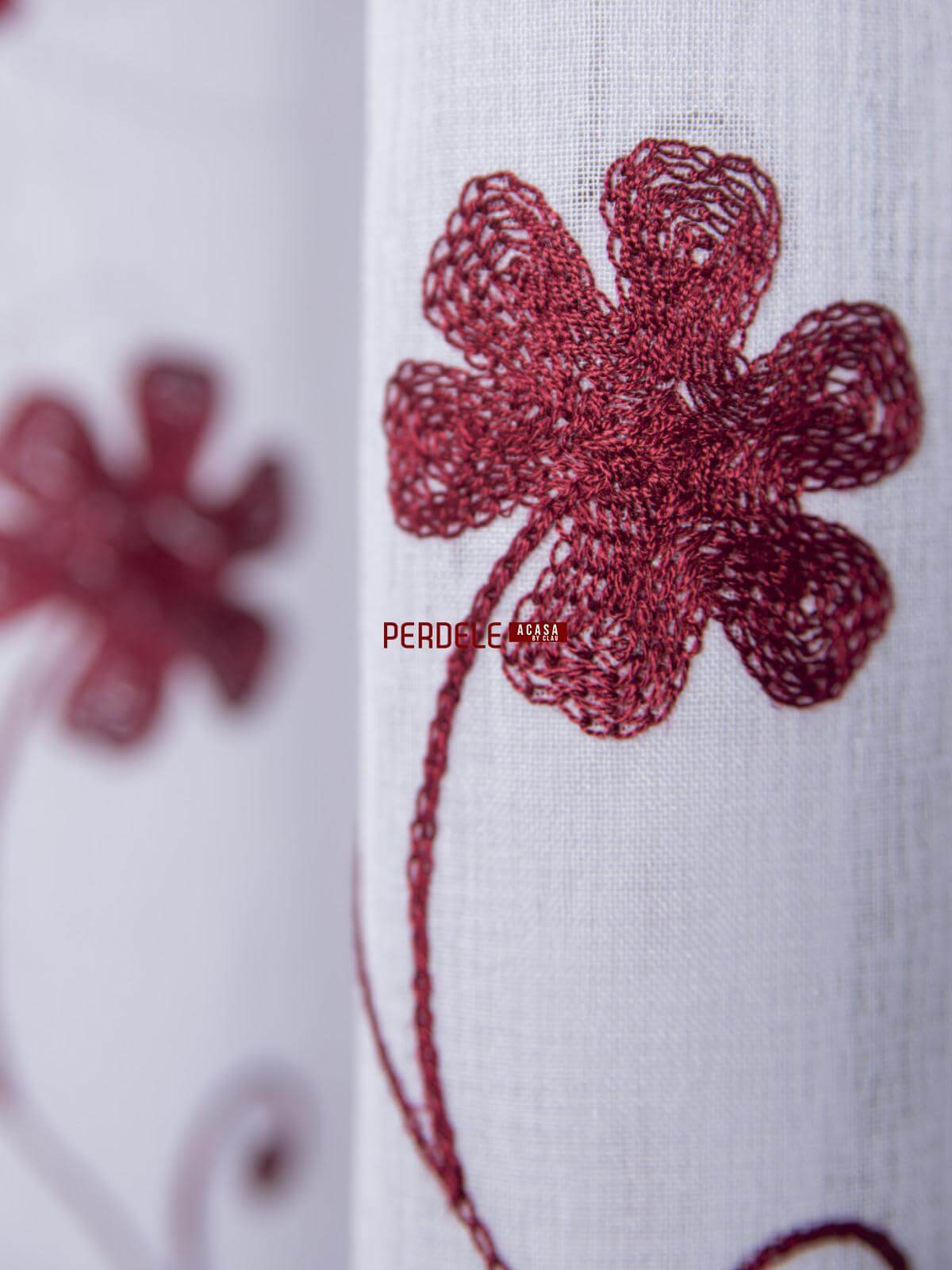 Perdea in brodat, model floral, alb / grena